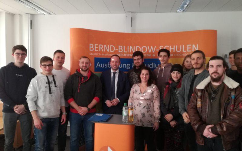 Nikolas Löbel MdB zu Besuch in der Bernd Blindow Schule Mannheim